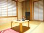和室6畳/昔ながらの畳のお部屋です。ゆっくりとお寛ぎ下さい。