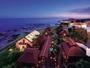 自然と寄り添う海辺のリゾートホテル。※写真は、夕食レストラン、海鮮BBQコテージ全景