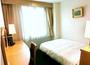 【シングル】明るく機能的で使いやすい客室は落ち着いた寛ぎを感じさせます。