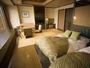 【湖&夕日側】ローベッド和洋室/琉球畳のリビング+ローベッドの広々とした和洋室です