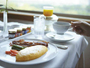 忙しい朝もルームサービスの朝食ならゆったりと自分のペースで召し上がっていただけます。