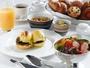エッグベネディクトが人気のコンラッドの朝食