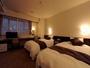 ゆったりとした広さとシックなインテリアのツインルームは、贅沢なホテルライフをお約束いたします。