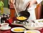 ホテル自慢の朝食は、シェフがその場でオムレツを調理!お好みの焼き加減とトッピングでご提供いたします。
