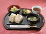 【サービス朝食】萩産のコシヒカリと萩産の味噌汁は朝の活力!お客様にも好評です。