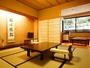 【秀山閣】檜の内風呂付客室一例。