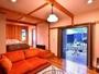 【華 -hana-】   憧れのステップフロアと木の温もり満載の洒落た客室