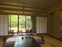 温泉が引かれている石風呂付離れの「菊芳庵」。いずれのお部屋からも庭園をお楽しみいただけます。