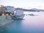 天草の海を眺めて入る貸切露天と露天風呂付き客室が人気の宿。