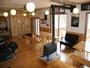 食堂兼談話室、冬は薪ストーブで暖をとります