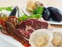 メイングリルは、厚切り1ポンド牛ステーキと、伊勢海老・ホタテの網焼きをお楽しみください。
