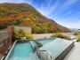 露天風呂から眺める紅葉