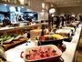 夕食(一例)/和・洋・琉球料理が並ぶ種類豊富な夕食ブッフェ。