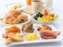 朝食はサイゼリアのバイキングをどうぞ。(7:00-9:30)(盛り付け例)