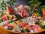 地魚の桶盛は自家製土佐醤油と自家製白ポン酢でお楽しみ下さいませ。