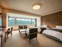 最上階にあるデラックスツイン♪ひろ-い窓から見る鳴子温泉峡は絶景★次の間では布団でもおやすみ頂けます