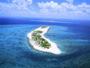 慶良間諸島「ナガンヌ島」はホテル目の前の泊港より船で約20分。美しい砂浜が広がります。