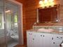 洗面室から見えるバスルーム