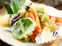 揖斐川丘苑の会席料理は旬の山菜や川魚をはじめとした 本格的な日本料理をお楽しみ頂けます。