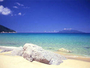 【永田いなか浜】西海岸に位置し、コバルトブルーの海と白い高波が特徴でウミガメの産卵地でも有名です。