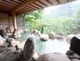 新緑を望む露天風呂