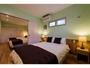ベッドはダブル×1、シングル×4、7名様の場合はEXベッド、8名様の場合はソファベッドをご用意