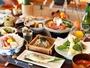 いろりで頂く季節のお料理。蒸し野菜の陶板焼きや、寄鍋などに天城の本山葵1本付き。鮎塩焼きまる1匹付き