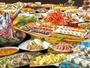 オープンキッチンで、ネタを使った寿司・お刺身、鍋物、ステーキ・海鮮焼き、天ぷら、デザート等々。