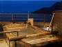 鞆の浦を一望できる、大浴場・絶景の露天風呂。夜景や星空と共に、瀬戸内海のさざ波に耳を傾けて。