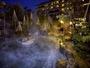 四季の風情を感じながら入る北陸最大級の庭園露天風呂(約80平米)。清風荘が贈る最高の贅沢です。
