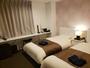 ツインベッドルーム:ベッドサイズ(970×1950)×2、お部屋の広さは20平米になります。