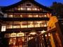 木造3層づくりの大正ロマン溢れる宿♪日暮れにはガス灯がともる街並みにため息…