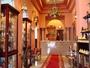 アラブ貴族の館をおもわせるフロントロビー。旅の案内もここにお任せ。