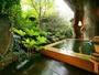 日本庭園を臨む月待ちの湯(露天風呂)