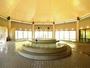 開放感あふれる大浴場。7つの種類のお風呂が楽しめる。