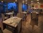 【海の隠れ家の意味を持つレストラン「COVO di MARE」】窓からは夕陽の沈む日本海を眺める
