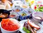 【2階/朝食】人気の海鮮丼や炙焼き、洋食・デザート合わせて約100種類の品揃えを誇る人気の朝食