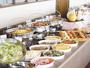 無料バイキング朝食イメージ-定番のソーセージや卵料理の他に焼き立てパンやふくのお味噌汁等もございます