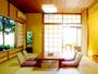 *お部屋一例。落ち着いた雰囲気の中、ごゆるりとした時間をお過ごしください。