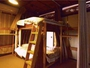 ドミトリ-ルーム(2階)遮光カーテンでプライベート確保 若者に人気無料無線LAN
