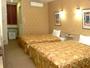 全室、クイーンサイズベッド2台、インターネット接続(無料)