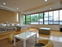 「本館 和洋室 みもすその間」 こちらは、ベットですが畳があり、落ち着いた雰囲気のお部屋です。