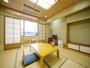 本館和室(8畳)☆お部屋から関門橋が一望できるお部屋です。