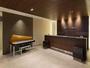 ピアノの音色が心地よい雰囲気を演出するフロント