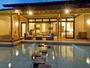 別邸アクア スイートルーム(水盤から全景)
