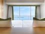 ベッドに横たわ空と琵琶湖が広がります。『Natura(ナチュラ)』ツイン(40平米)