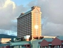 青い海一望のラグジュアリーホテル。絶景の広い客室と朝食が人気!