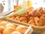 アルピナ朝食のパンは毎朝その場で焼き上げています。サクサク!の焼き立てパンをぜひどうぞ。