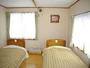 洋室【芽吹】十勝岳連峰が一望できるツインルームです。バス・トイレ・TV・アメニティはありません。