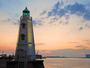 堺旧港南波止場に明治10年築造された高さ11.3mの六角錘形の灯台。